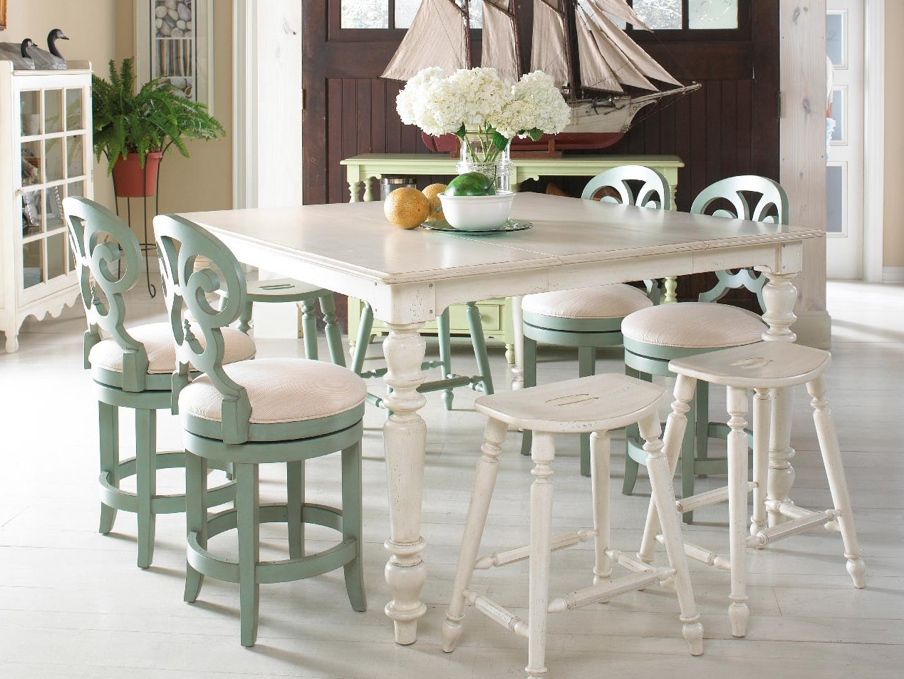 Summer Home High-Low Table w/4 Swivel Stools